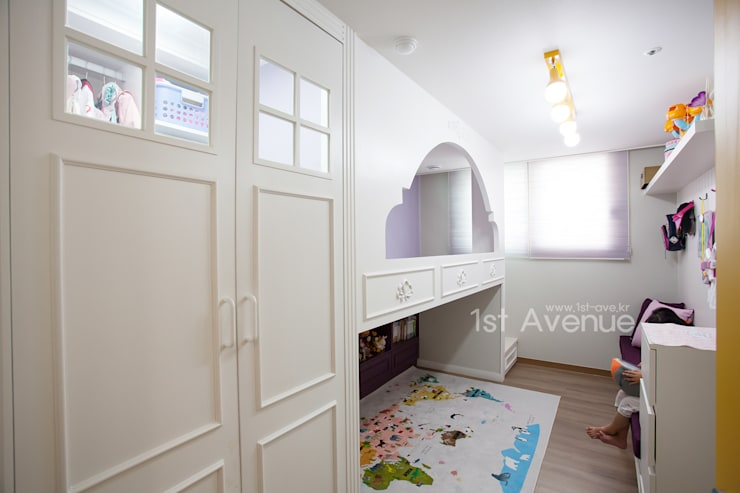 Nursery/kid's room by 퍼스트애비뉴,
