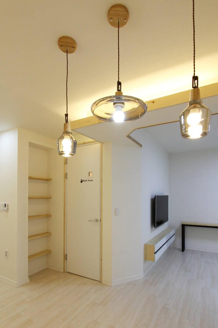 여좌동주택: 핸디디자인 의  거실