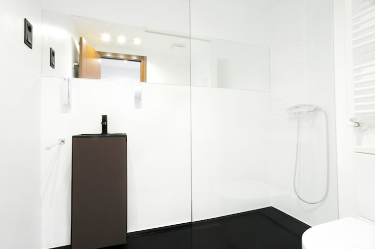 modern Bathroom by Empresa constructora en Madrid