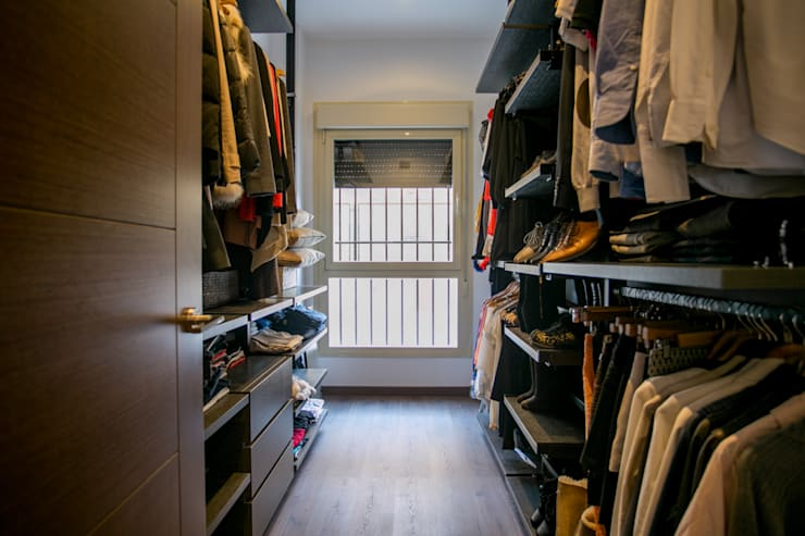 modern Dressing room by Empresa constructora en Madrid