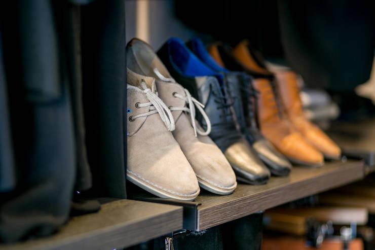 Vestidores y closets de estilo  por Empresa constructora en Madrid
