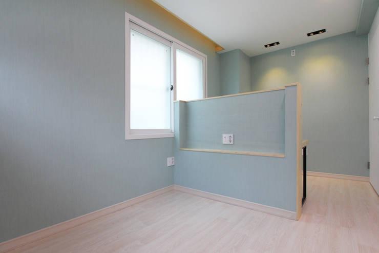 진해 자은동 주택 : 핸디디자인 의  침실