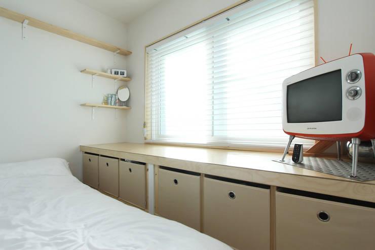 충의동 주택: 핸디디자인 의  침실
