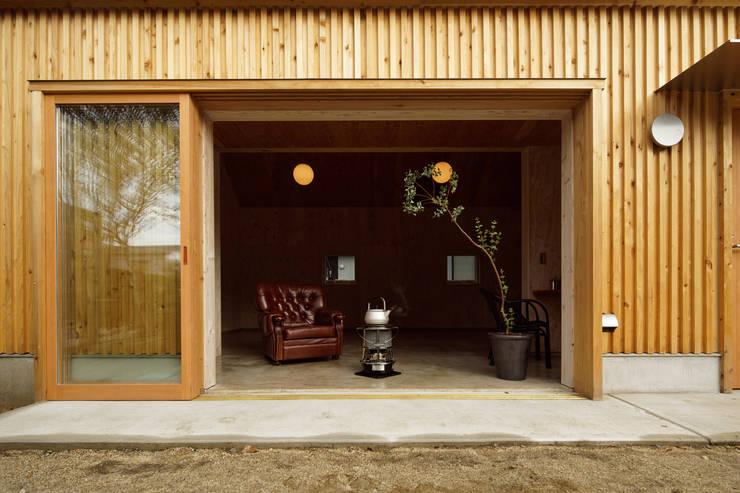 大河原の家: 井上貴詞建築設計事務所が手掛けた窓です。