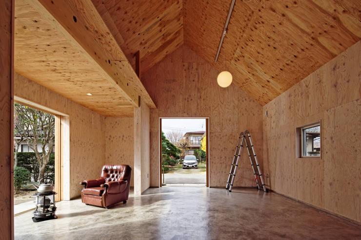 大河原の家: 井上貴詞建築設計事務所が手掛けた和室です。