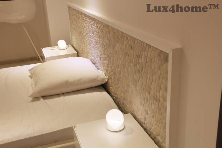 Mozaiki kamienne z otoczaków - Białe otoczaki w sypialni: styl , w kategorii Sypialnia zaprojektowany przez Lux4home™