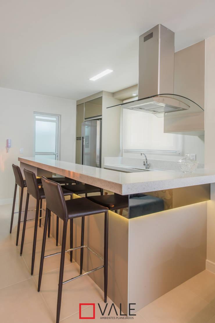 Apartamento para o casal: Cozinhas modernas por Vale Ambientes