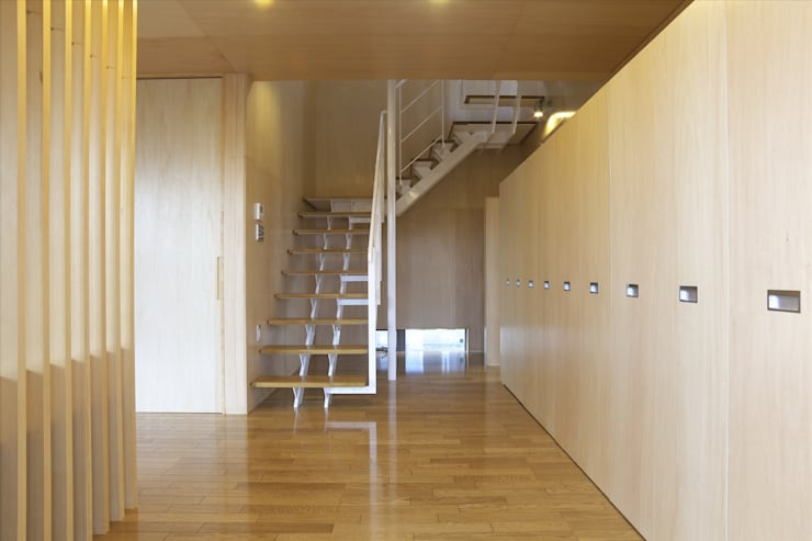 Corridor & hallway by SPACE DESIGN STUDIO, Modern Plywood