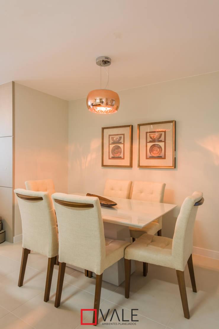 Apartamento para o casal: Salas de jantar modernas por Vale Ambientes