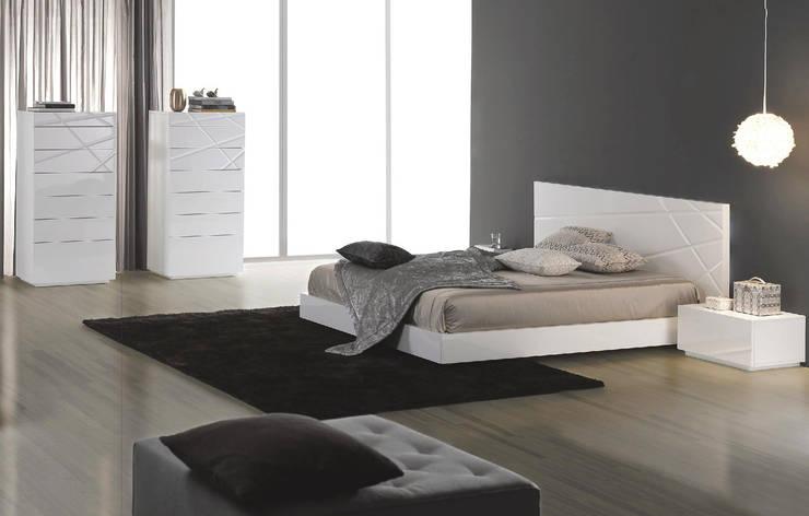 Mobiliário de Quarto Bedroom Furniture www.intense-mobiliario.com  Aaksir I http://intense-mobiliario.com/product.php?id_product=6725: Quarto  por Intense mobiliário e interiores;