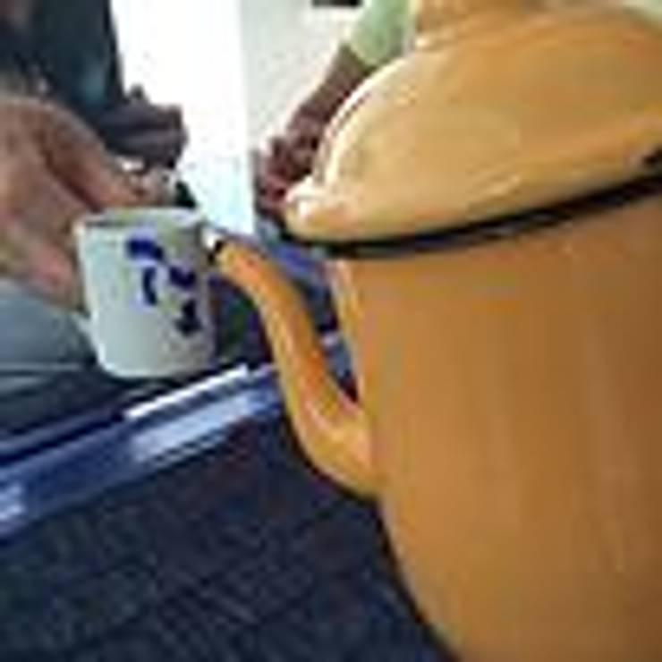 Café no bule : Casa  por JERAU Projetos Sustentáveis,