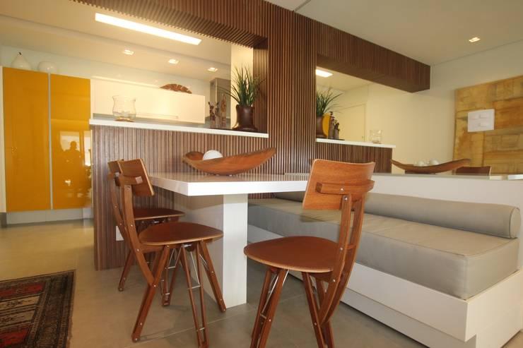 Residência Bacelar : Salas de jantar  por Ana Carolina Cardoso Arquitetura e Design,