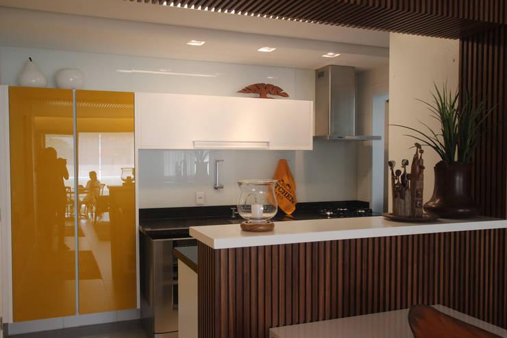 Residência Bacelar : Cozinhas  por Ana Carolina Cardoso Arquitetura e Design,