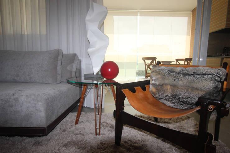 Residência Bacelar : Salas de estar  por Ana Carolina Cardoso Arquitetura e Design,