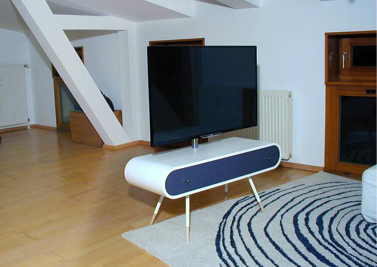 TV1_FRONT 2: modern  von Reinhard Rotthaus,Modern Holzwerkstoff Transparent
