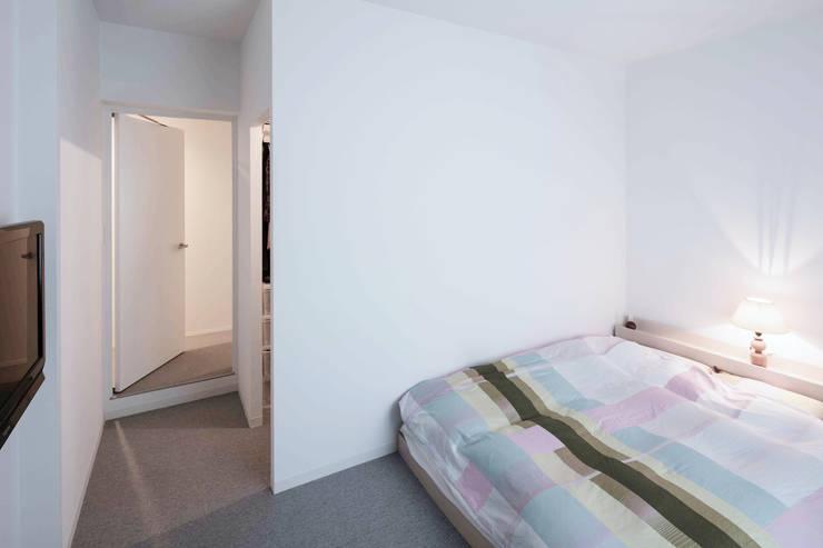 Renovation 104: 一色玲児 建築設計事務所 / ISSHIKI REIJI ARCHITECTSが手掛けた寝室です。