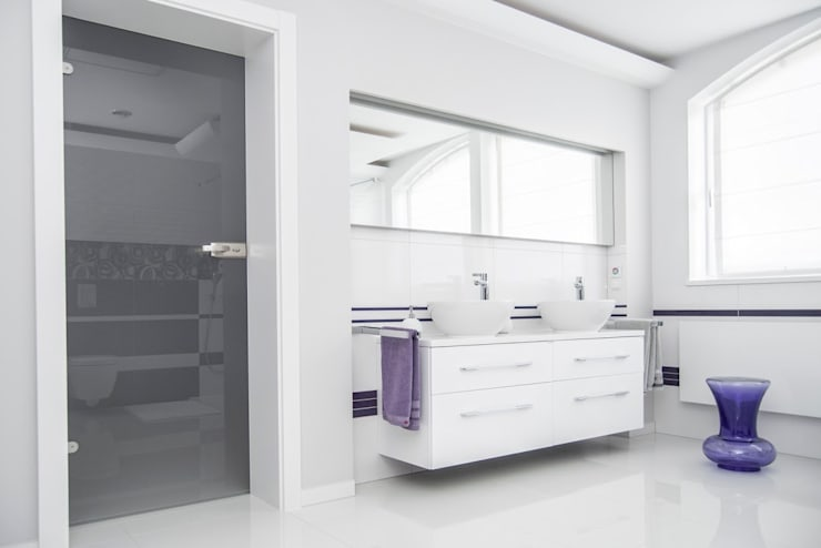 METAMORFOZY I: styl , w kategorii Łazienka zaprojektowany przez HOLADOM Ewa Korolczuk Studio Architektury i Wnętrz,Minimalistyczny