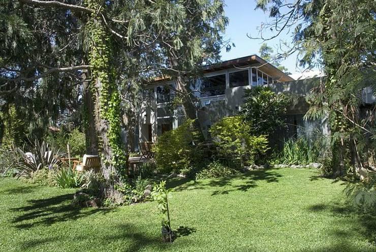 Casa P: Casas de estilo  por Estudio PM