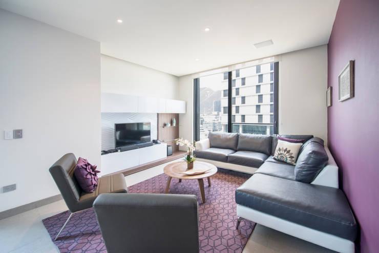 Living room by ESTUDIO TANGUMA,