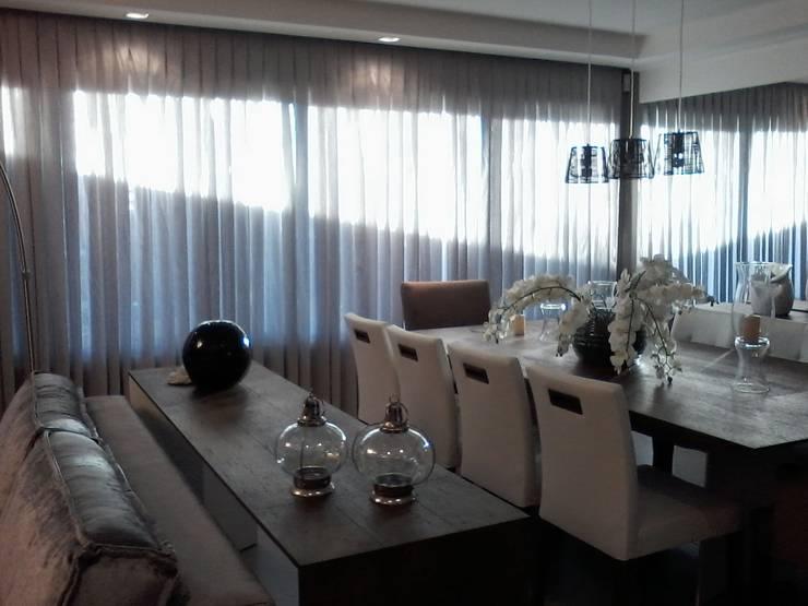 """""""Sala de Jantar"""": Sala de jantar  por CORTINAGGIO TECIDOS PARA DECORAÇÃO LTDA"""