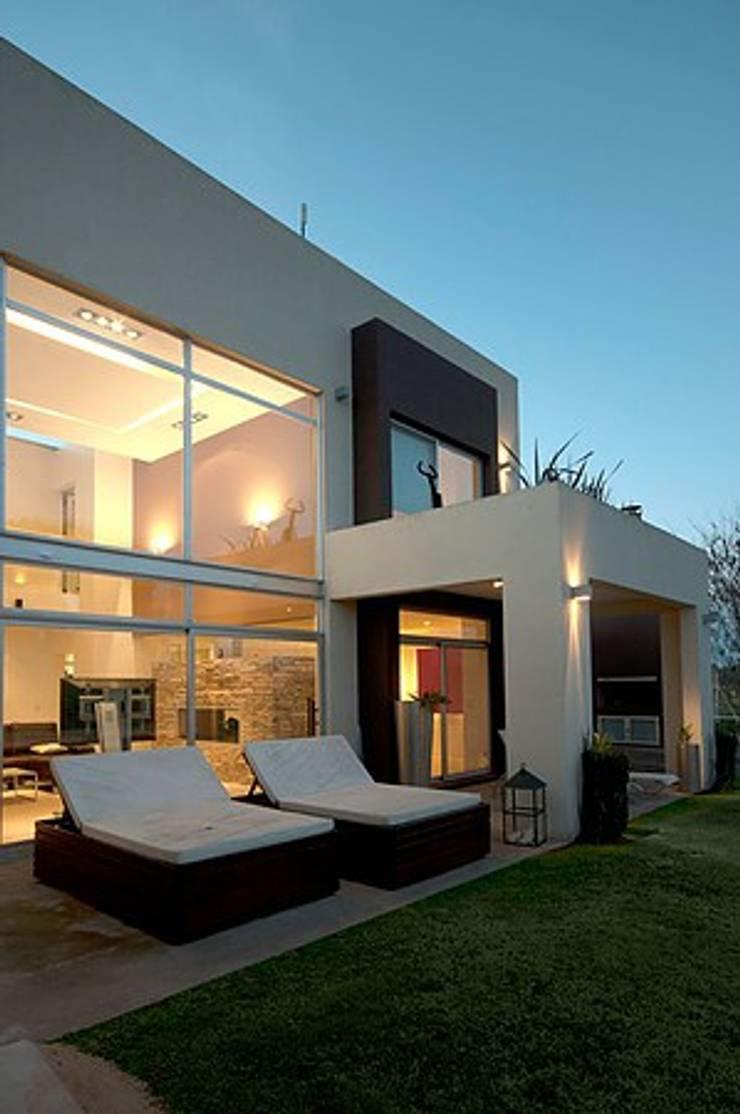 Casa O Casas modernas: Ideas, imágenes y decoración de Estudio PM Moderno