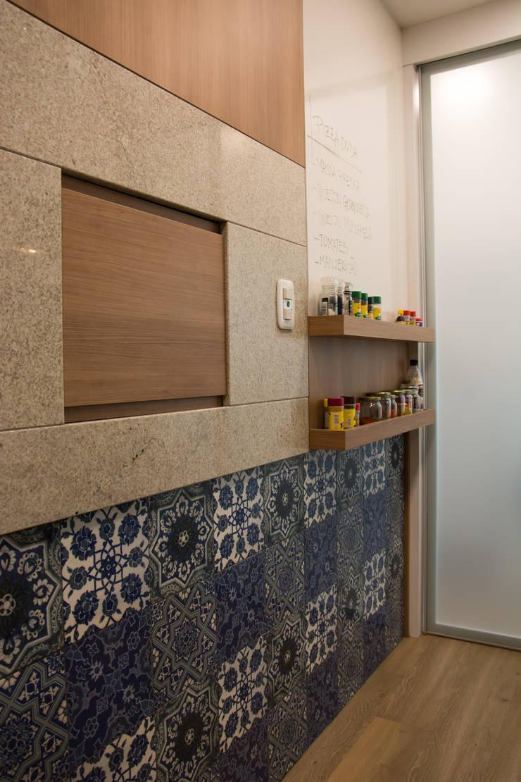 Cozinha integrada ao estar : Cozinhas  por Stúdio Márcio Verza,