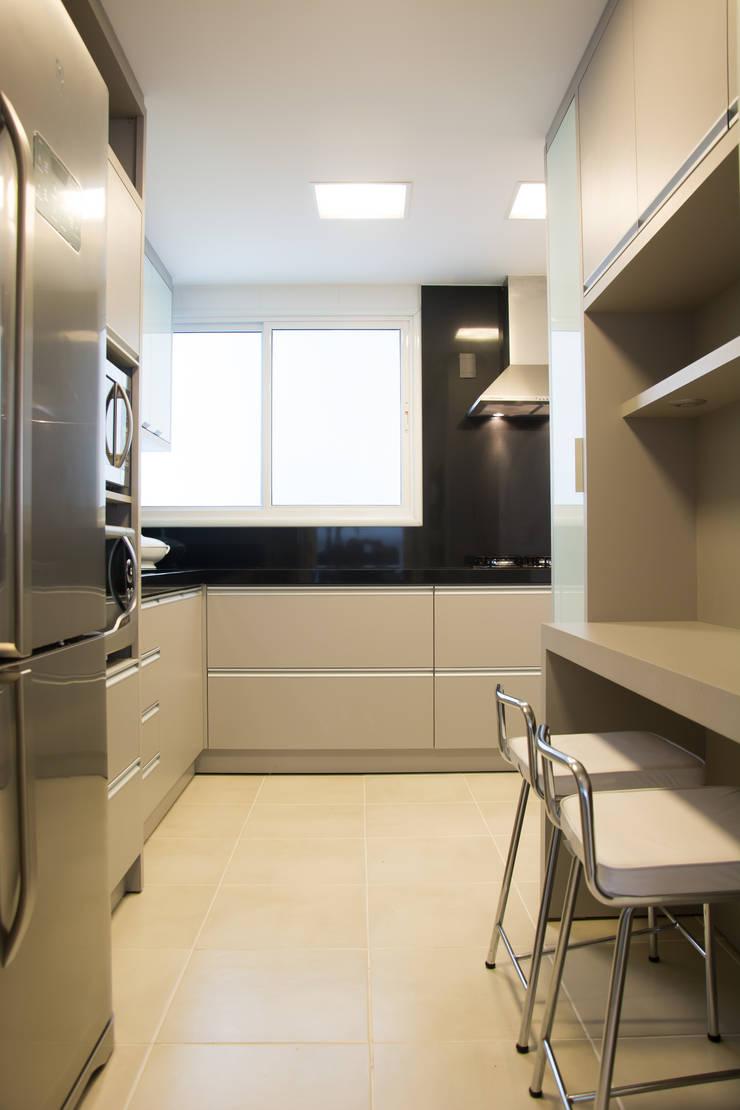 Apartamento Jardim Europa : Cozinhas modernas por Stúdio Márcio Verza