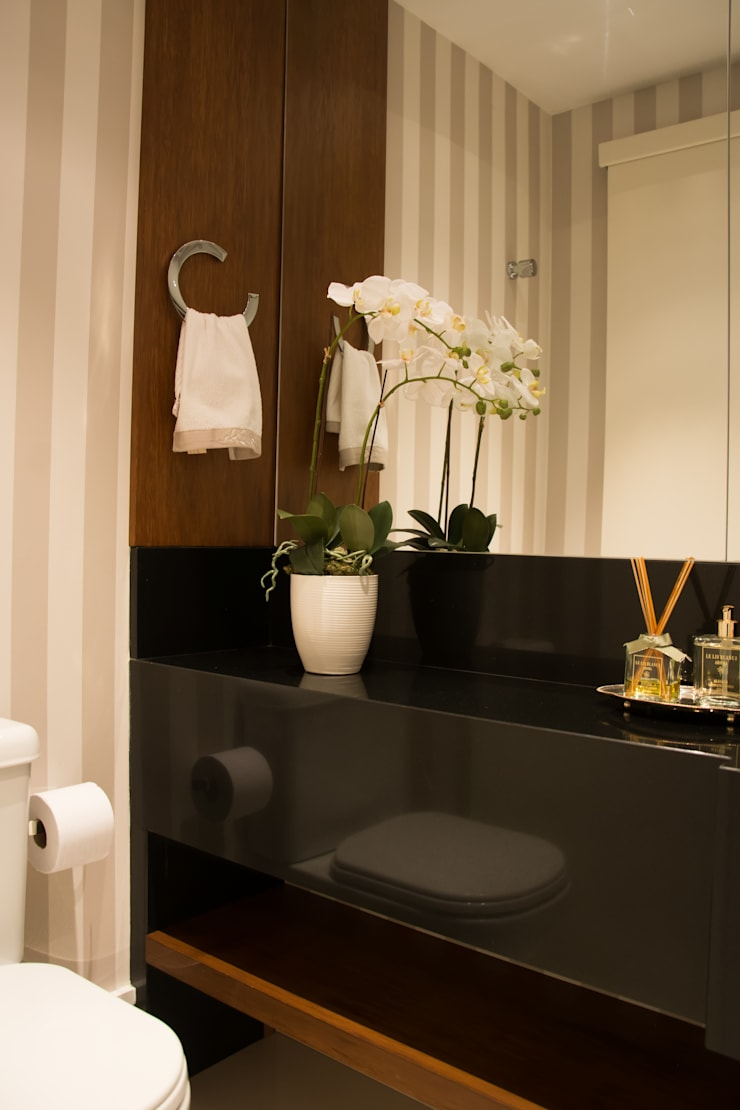 Apartamento Jardim Europa : Banheiros clássicos por Stúdio Márcio Verza