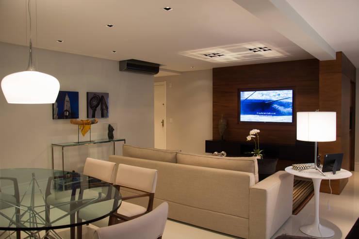 Apartamento Jardim Europa : Salas de estar modernas por Stúdio Márcio Verza