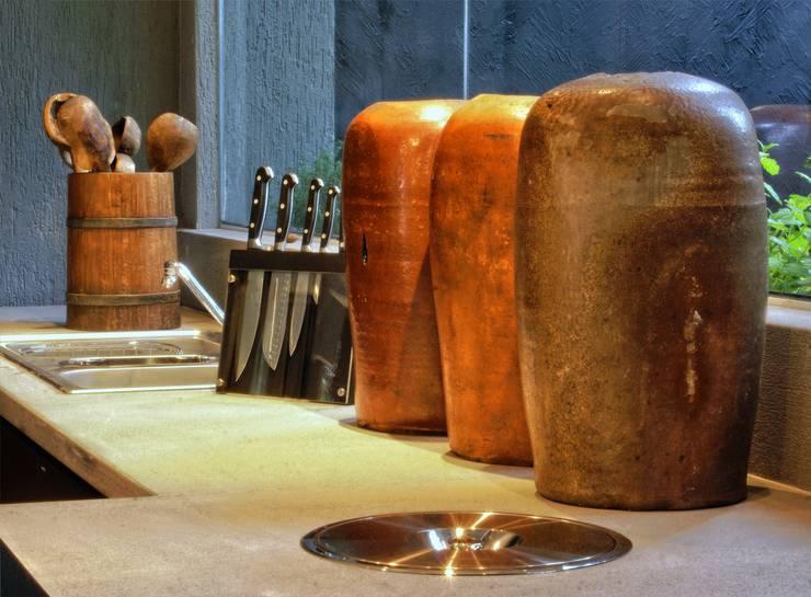 PROJ. ARQ. SUSANA NEDEL: Cozinhas  por BRAESCHER FOTOGRAFIA