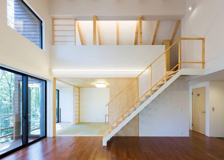 リビング/和室: Unico design一級建築士事務所が手掛けたリビングです。,