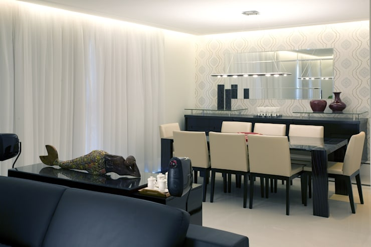 APTO. 230m² -  projeto PRETO, BRANCO E PRÁTICO - SALA DE JANTAR: Salas de jantar  por Adriana Scartaris design e interiores