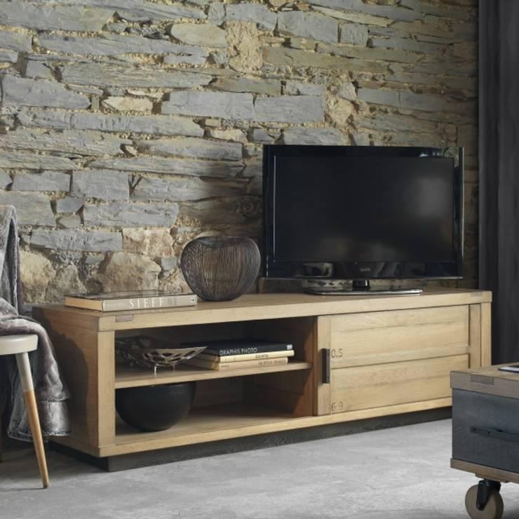 Meubles TV en chêne massif: Salon de style  par Shopping Meubles