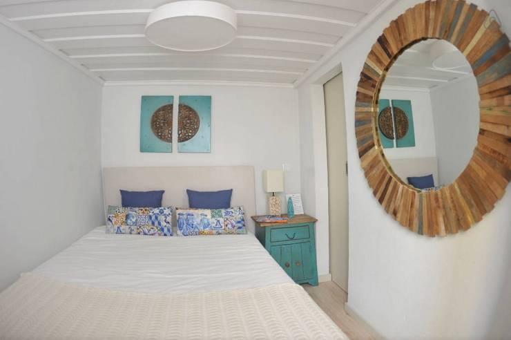 Projecto decoração para habitação turística - Beco da Lapa, Alfama - Lisboa: Quarto  por Mariline Pereira - Interior Design Lda.