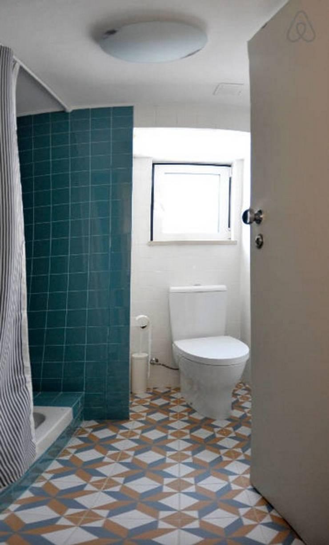Projecto decoração para habitação turística - Beco da Lapa, Alfama - Lisboa: Casa de banho  por Mariline Pereira - Interior Design Lda.