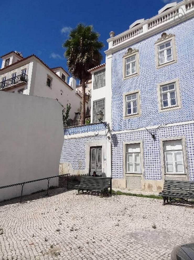 Projecto decoração para habitação turística - Beco da Lapa, Alfama - Lisboa: Janelas e portas  por Mariline Pereira - Interior Design Lda.