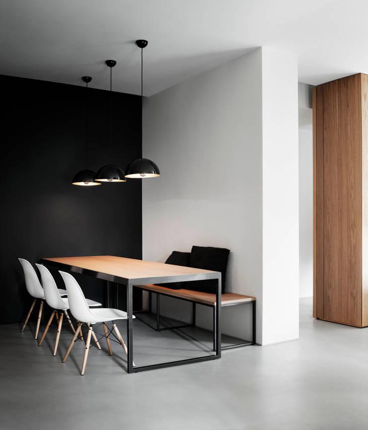 private apt in Milano: Sala da pranzo in stile  di StudioCR34