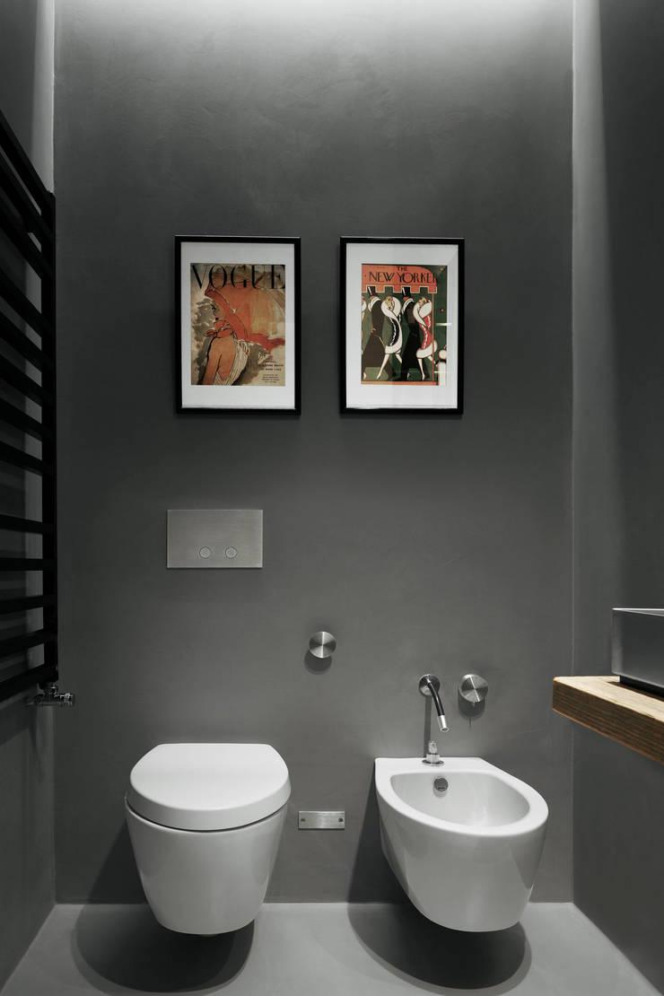 private apt in Milano: Bagno in stile  di StudioCR34