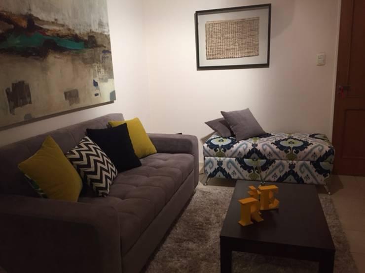 LIVING MASCULINO: Livings de estilo  por ARETÉ ESTUDIO DISEÑO INTERIOR +SHOWROOM
