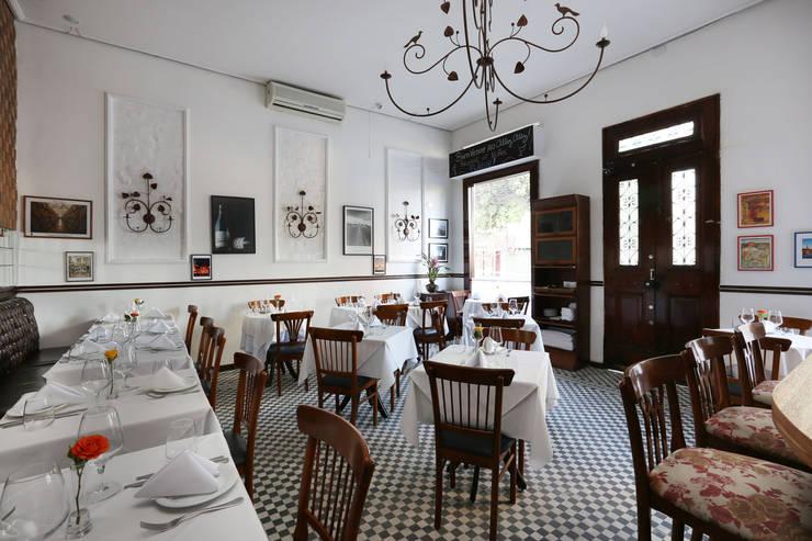 Projeção do Salão: Paredes  por Antonio Armando Arquitetura & Design