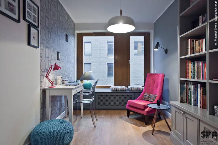 Projekty,  Domowe biuro i gabinet zaprojektowane przez homify