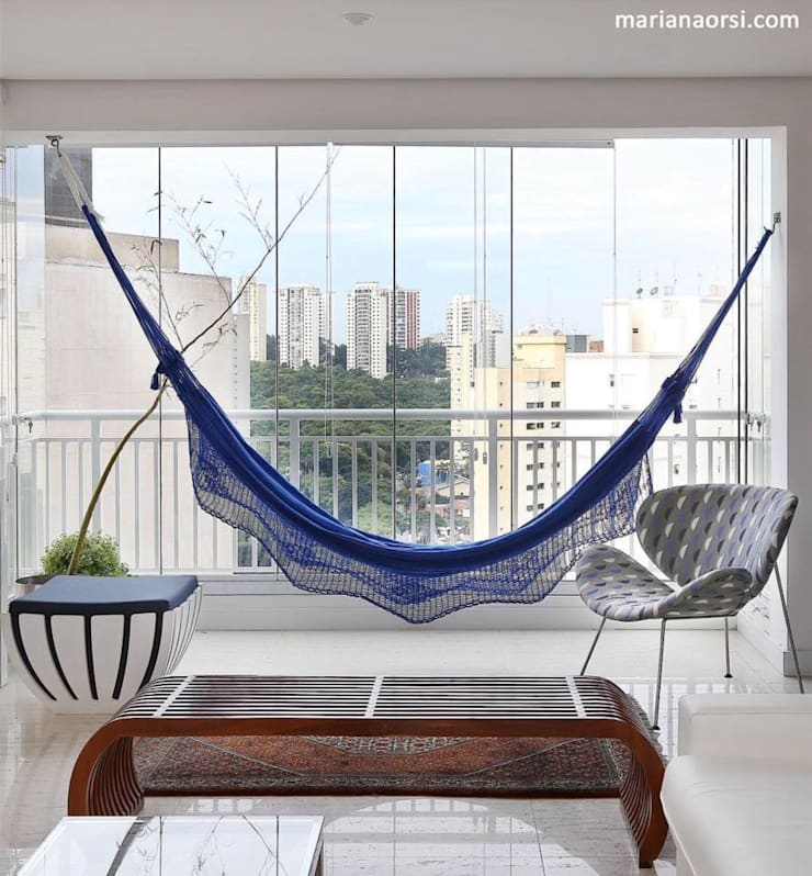 Integração, home office + varanda gourmet + home theater + sala de jantar: Salas de estar  por Antonio Armando Arquitetura & Design