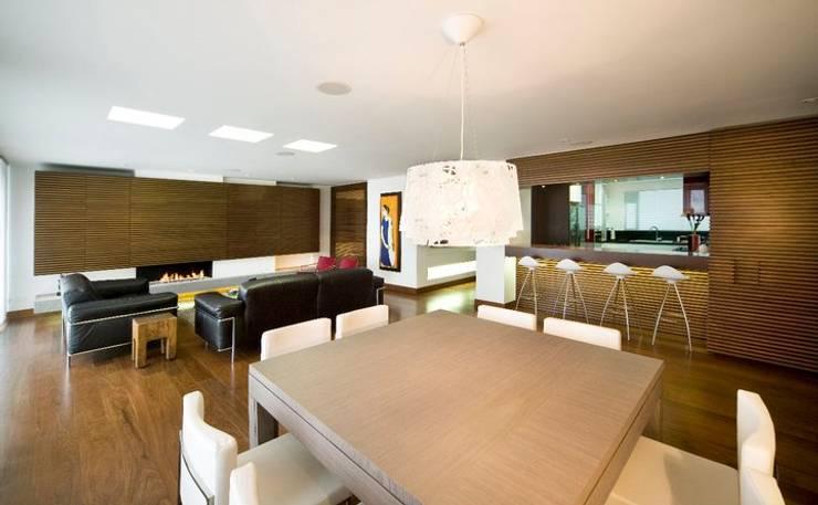 APARTAMENTO ROSALES - Mobiliario fijo : Salas de estilo  por Mako laboratorio , Moderno