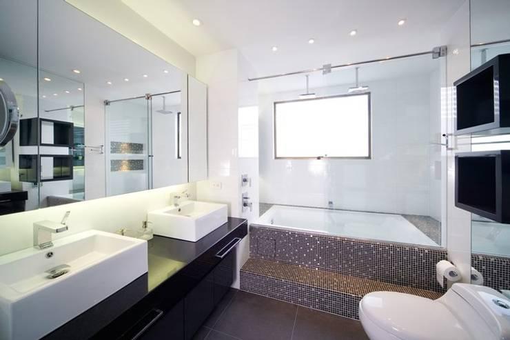 APARTAMENTO ROSALES - Muebles y mesones de baño: Baños de estilo  por Mako laboratorio , Moderno Madera Acabado en madera