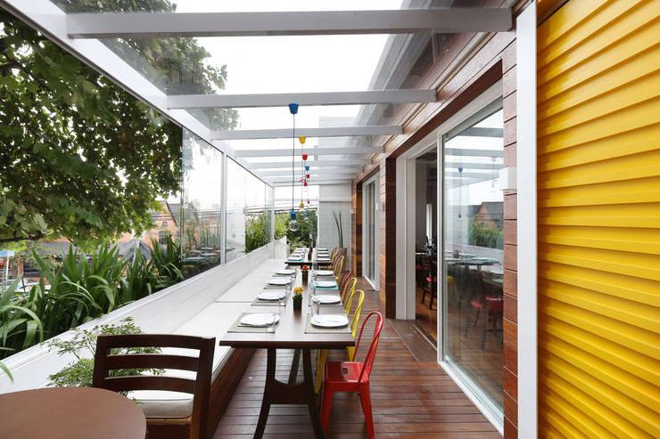 Restaurante Sallu Vila Madalena - SP: Espaços gastronômicos  por Antonio Armando Arquitetura & Design