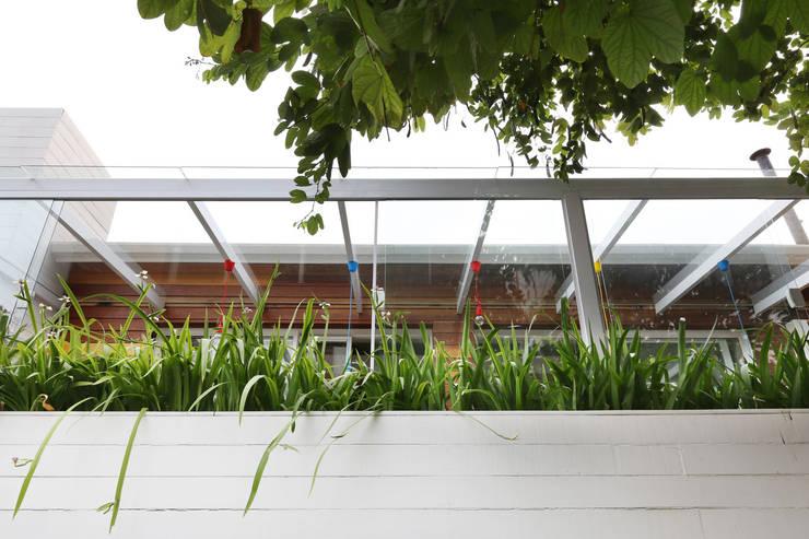 Restaurante Sallu Vila Madalena – SP: Espaços comerciais  por Antonio Armando Arquitetura & Design