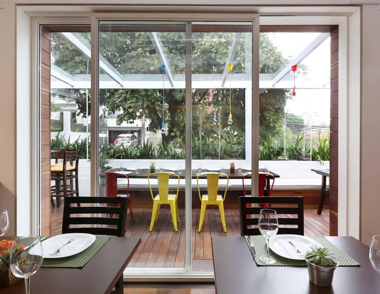 Restaurante Sallu Vila Madalena – SP: Espaços gastronômicos  por Antonio Armando Arquitetura & Design