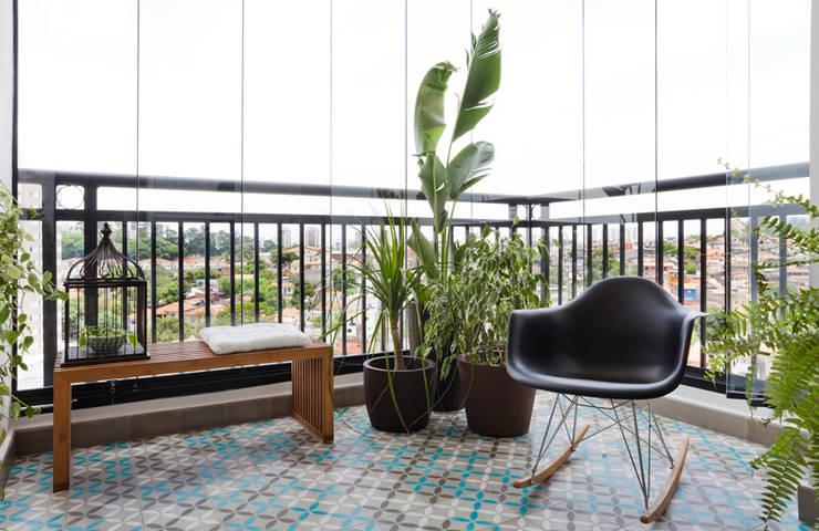 Terrazas de estilo  de INÁ Arquitetura