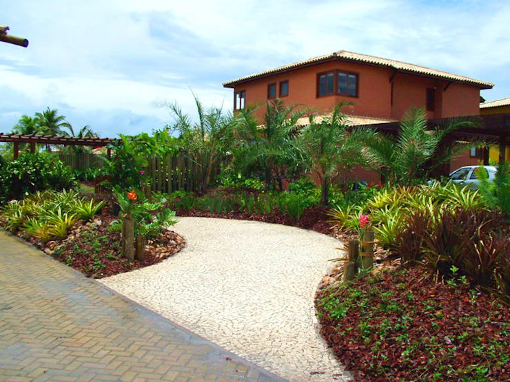 Jardim Residencial – Sauípe BA: Jardins  por Proflora,Tropical