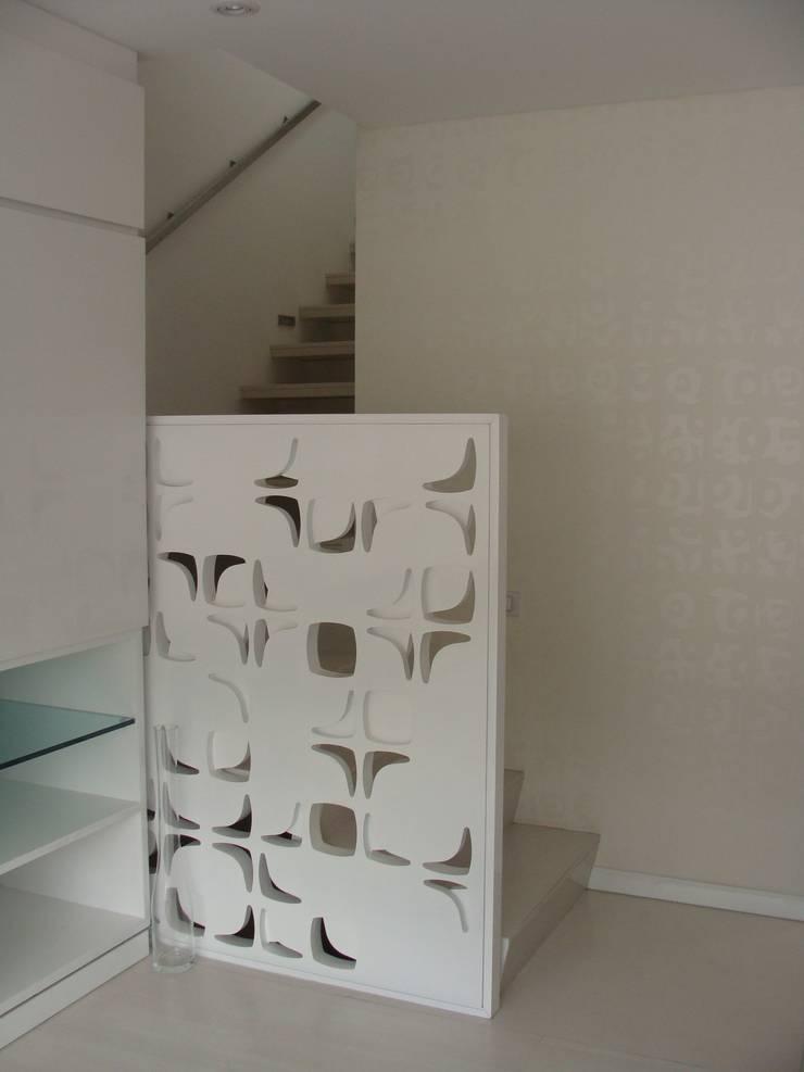 RESIDENCIA TAO GRANADOS - Baranda de Mako laboratorio Minimalista Madera Acabado en madera